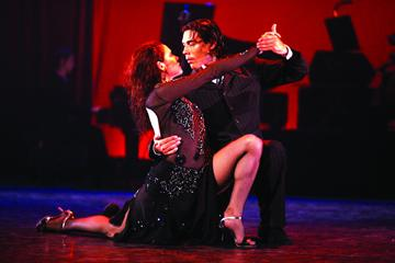 Le reservamos shows de tango en la city porteña  City tours in Buenos Aires